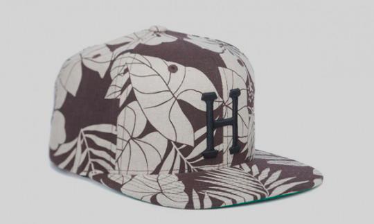 Американские марки HUF и Starter выпустили совместную коллекцию кепок. Изображение № 1.