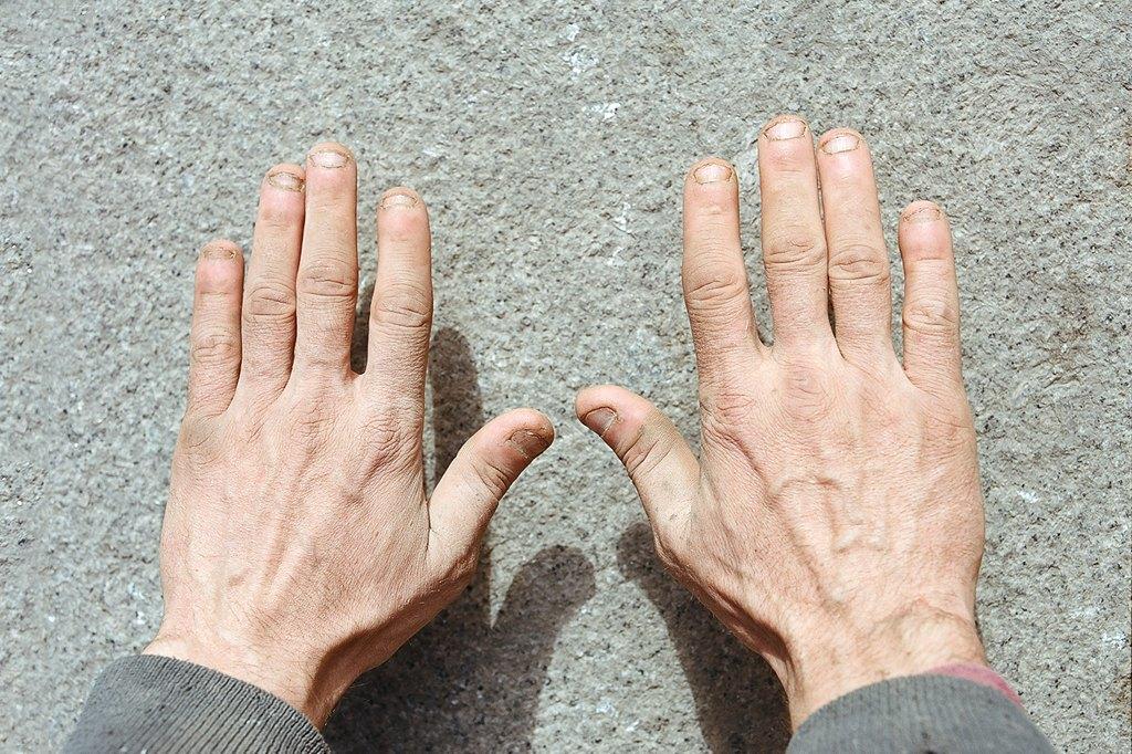 Нейл-арт недели: Руки московских рабочих. Изображение № 2.