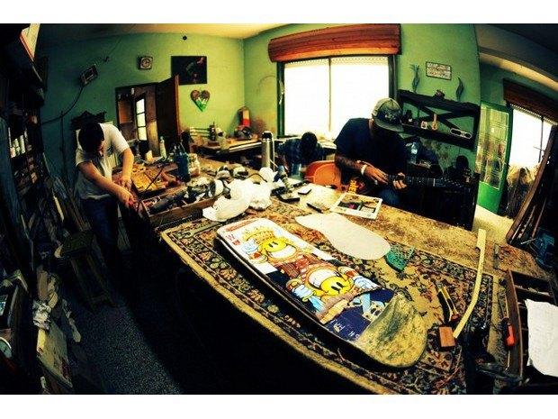 Аргентинская мастерская создает электрогитары из старых скейтбордов. Изображение № 18.