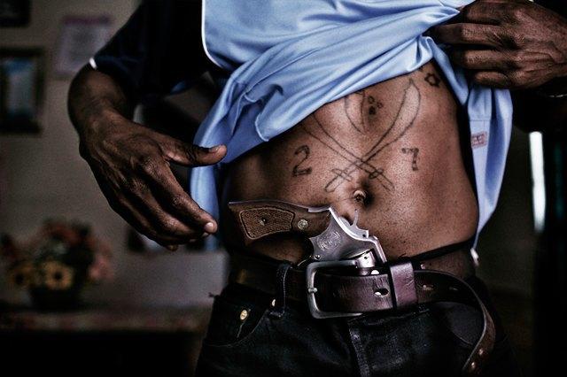 8 фотографов, исследовавших мир уличных банд. Изображение № 17.