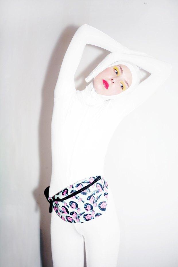 Дизайнер Никита Грузовик и художник Flakonkishochki выпустили новую коллекцию сумок. Изображение № 7.