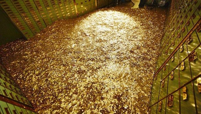 На аукцион выставили полный бассейн денег. Изображение № 1.