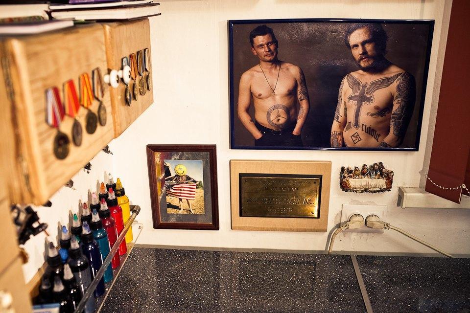 Бьет — значит любит: Старейшие татуировщики Москвы и их лучшие работы. Изображение № 38.