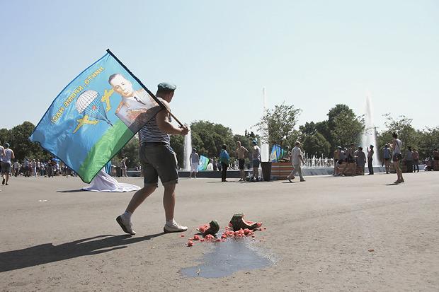 На флаге ВДВ — Василий Маргелов, основатель ВДВ. Изображение № 7.