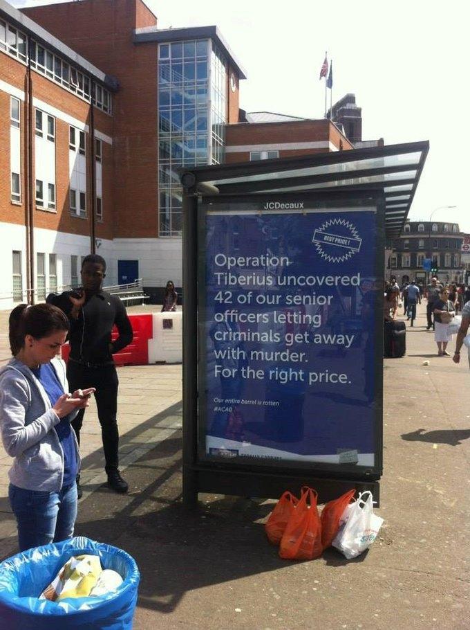 На улицах Лондона появились антиполицейские постеры. Изображение № 3.