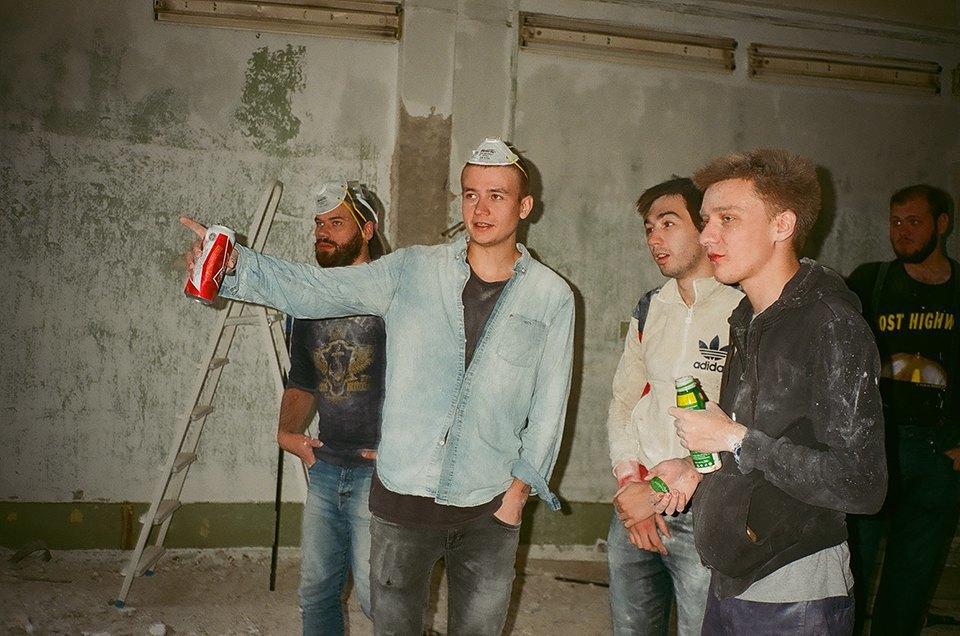 Фоторепортаж: Как мы сделали ремонт в мастерской силами редакции. Изображение № 8.