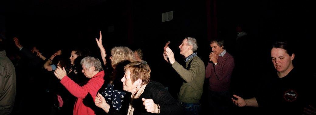 «Время танцевать»: Чем богослужение похоже на вечеринку. Изображение № 11.