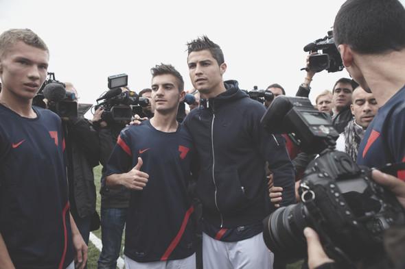 Коллекция одежды Криштиану Роналду и интервью со знаменитым футболистом. Изображение № 33.