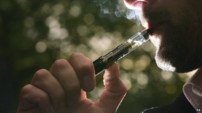 Термин, означающий курение электронных сигарет, стал словом года. Изображение № 1.