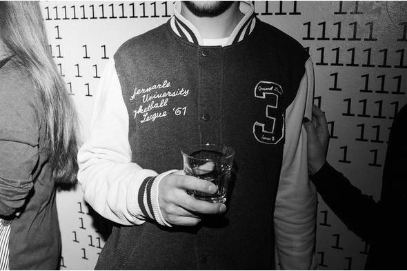 Гость вечеринки FURFUR в баре 6/2. Фотография Алины Никитиной. Изображение №27.
