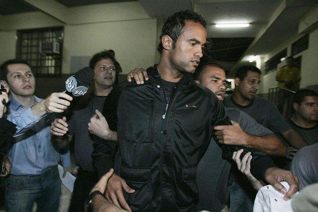 Бразильский голкипер-убийца вернётся в большой футбол. Изображение № 1.