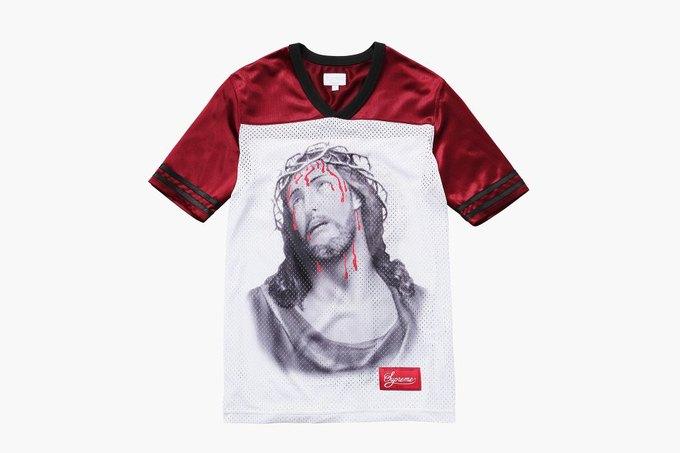 Марка Supreme выпустила футболки с изображением Иисуса. Изображение № 5.