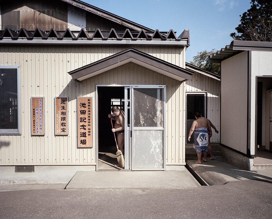Как тренируются в борцовских школах сумо. Изображение № 2.