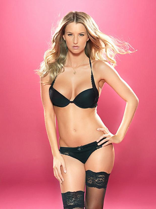 Английская модель Даника Тралл снялась для журнала Nuts. Изображение № 13.