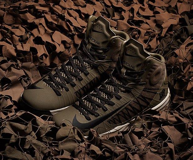 Марки Nike и Undefeated выпустили совместные модели кроссовок. Изображение № 3.