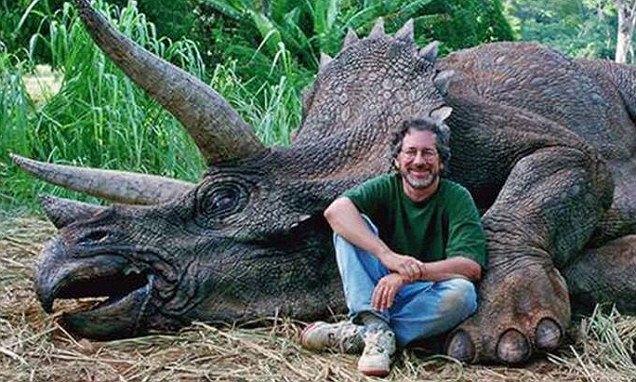 Режиссёра Стивена Спилберга обвинили в убийстве динозавра. Изображение № 1.