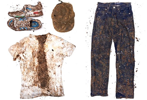 Журнал Love повторил наш эксперимент с закапыванием одежды. Изображение № 4.