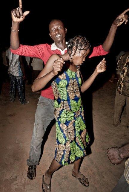 Мы хотим танцевать: Как выглядит сельская дискотека в Африке. Изображение № 18.