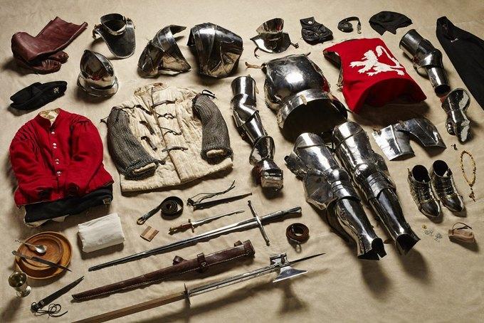 Британец сфотографировал всё военное снаряжение начиная с XI века. Изображение № 4.