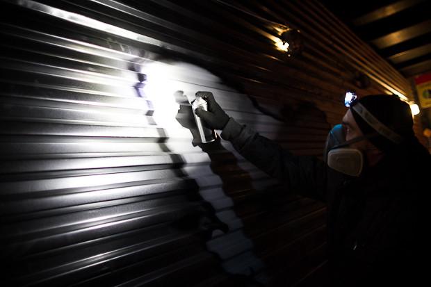 Граффити-художник P183 нарисовал портрет Сида Вишеза у входа в бар «Клава». Изображение № 11.