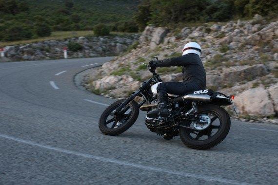 Мотомастерская Deus Ex Machina представила кастом на базе Yamaha SR. Изображение № 5.