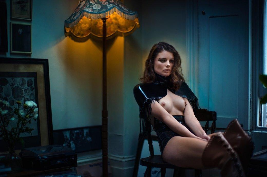 Дэвид Стэндиш сфотографировал модель Мелиссу Белл для журнала S Magazine. Изображение № 7.