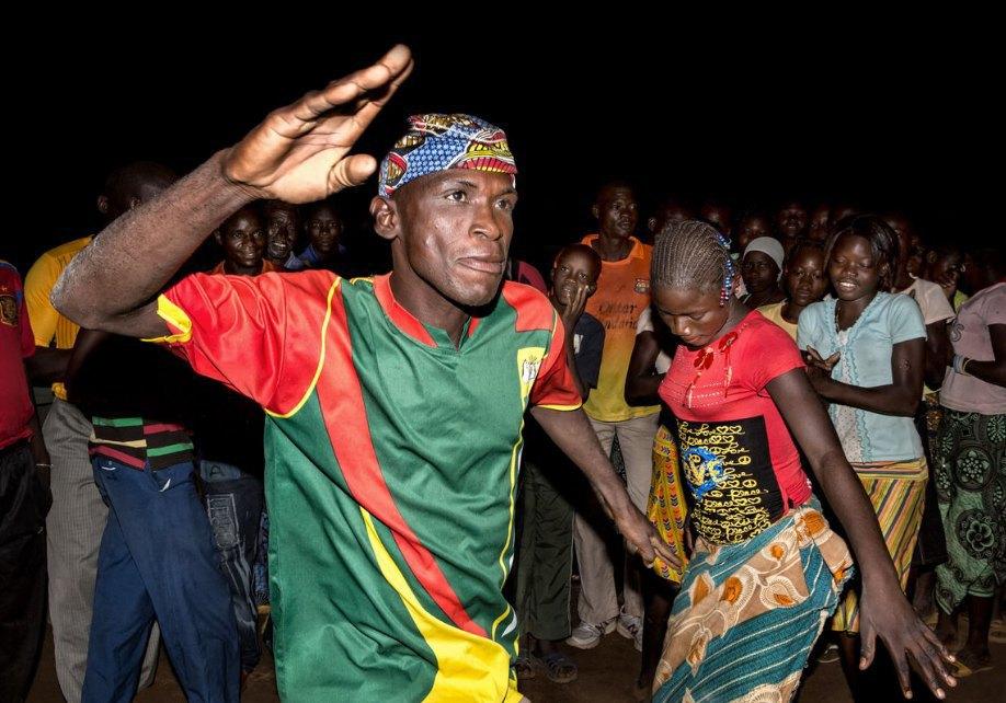 Мы хотим танцевать: Как выглядит сельская дискотека в Африке. Изображение № 12.