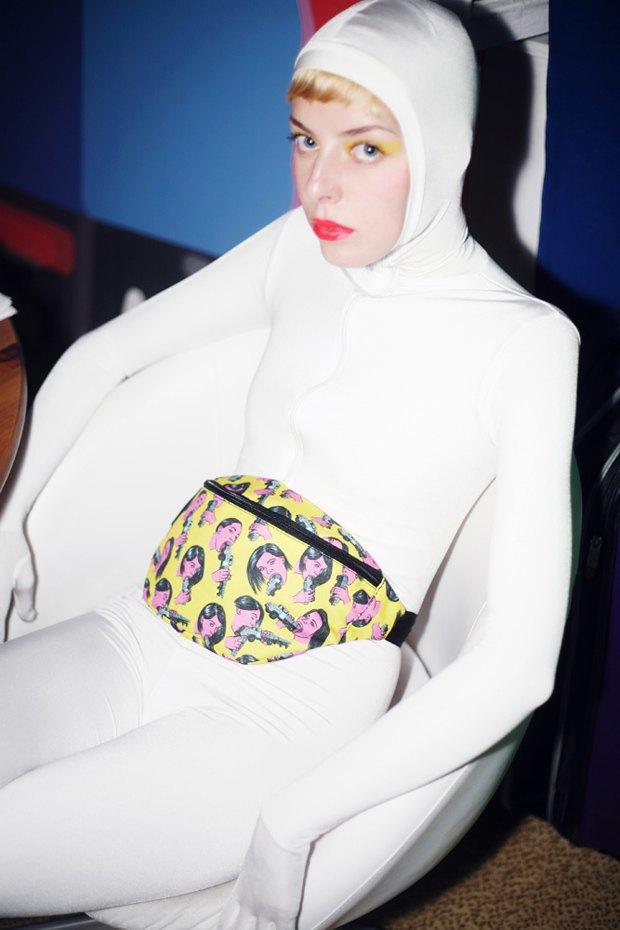 Дизайнер Никита Грузовик и художник Flakonkishochki выпустили новую коллекцию сумок. Изображение № 3.