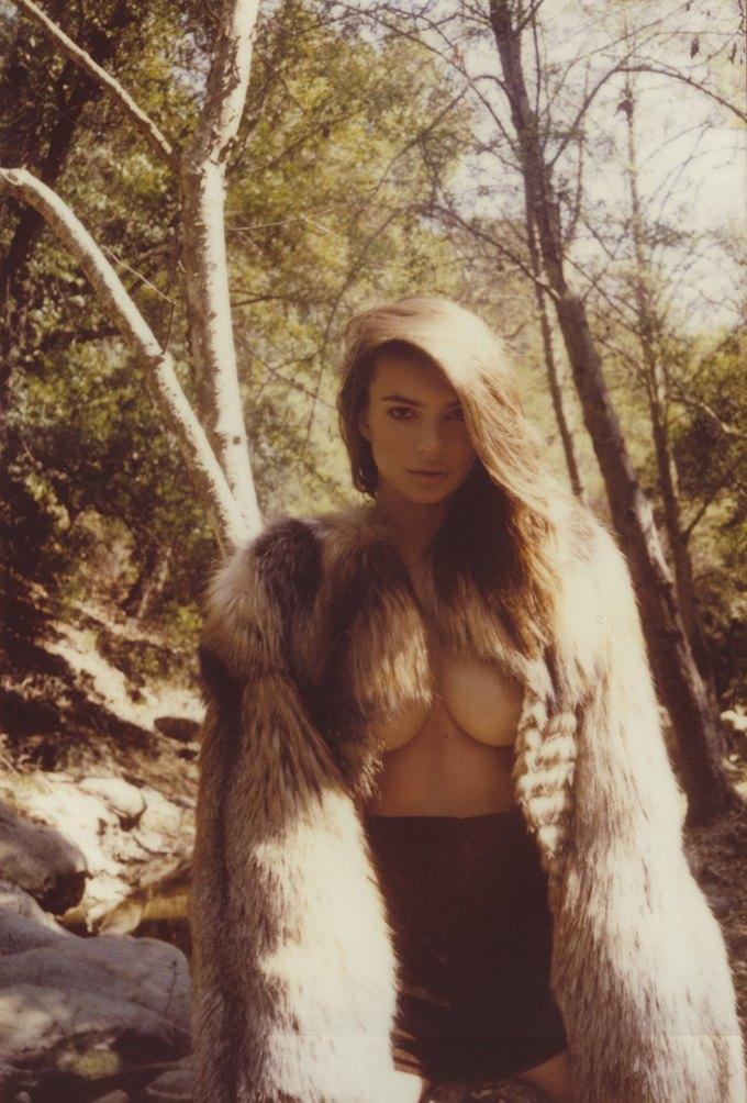 Модель Эмили Ратажковски снялась для журнала Galore Magazine. Изображение № 7.