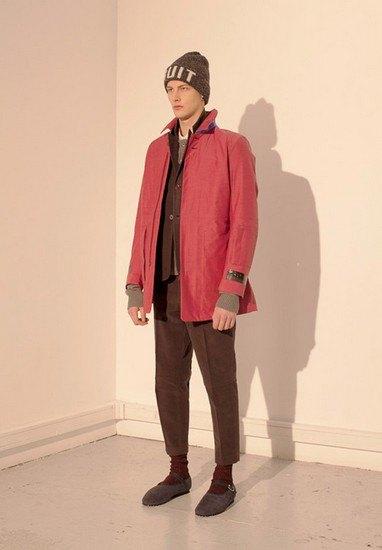 Марка Undercover опубликовала лукбук осенней коллекции одежды. Изображение № 32.