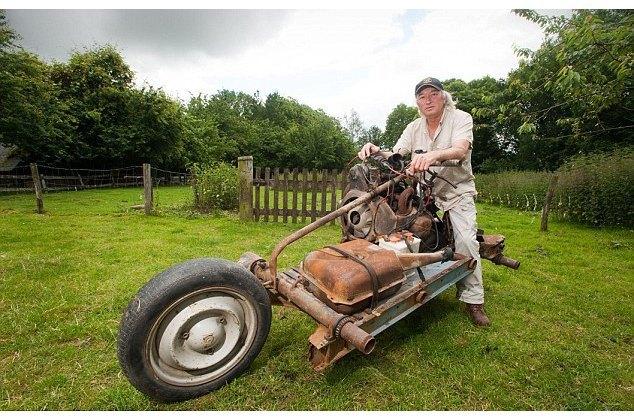 Француз выбрался из пустыни, превратив сломанную машину в мотоцикл. Изображение № 5.