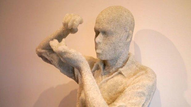 Художник воссоздал предметы современной культуры из вулканического пепла. Изображение № 4.