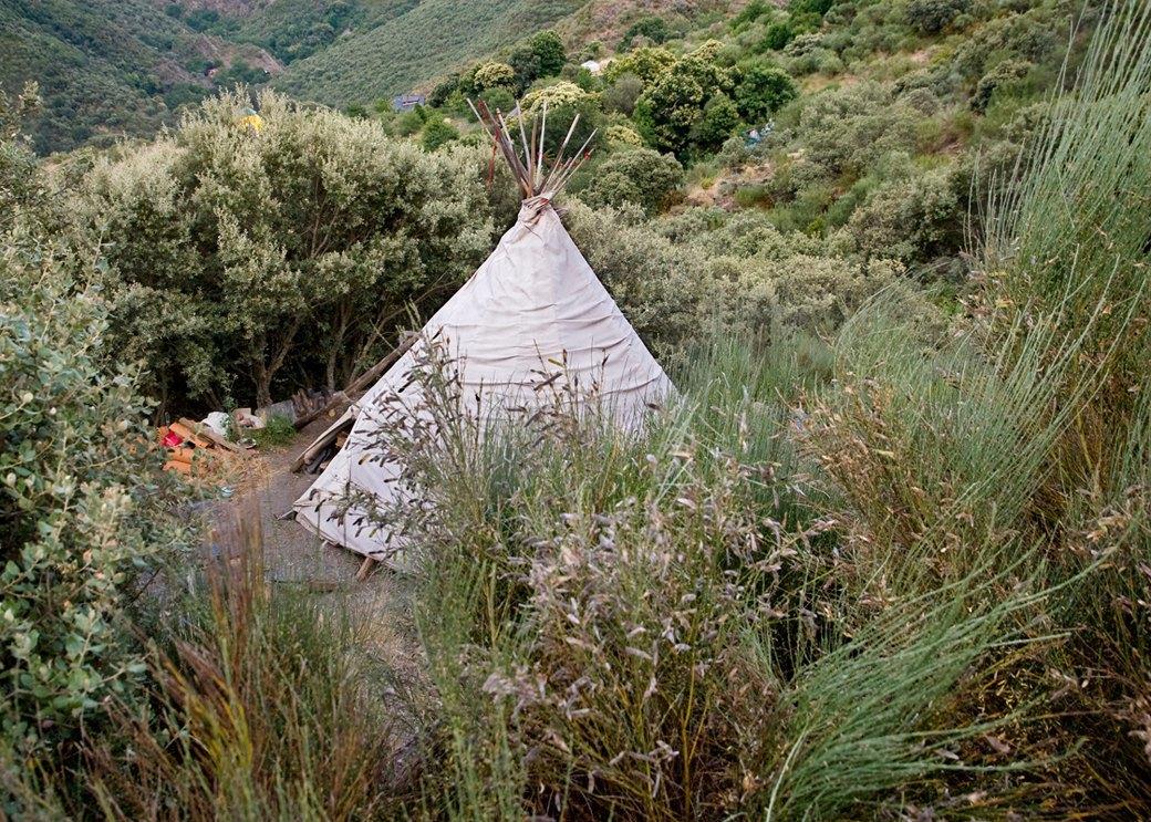 Фото: Жители экопоселения, сбежавшие от цивилизации в горы Испании. Изображение № 5.