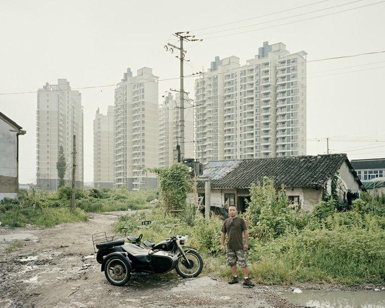 В люльке: Владельцы мотоциклов с колясками на фоне пейзажей Шанхая. Изображение № 8.