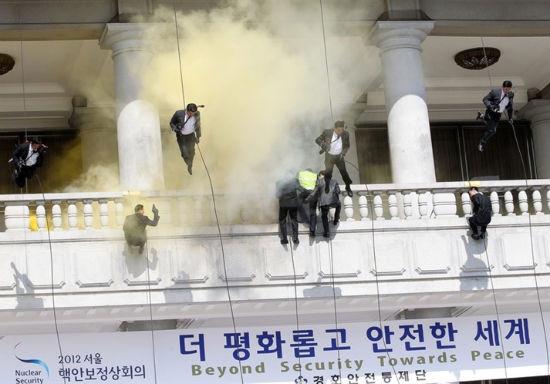 Южнокорейские солдаты борются с терроризмом приемами из арсенала Человека-паука. Изображение № 6.