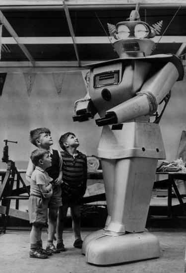 Человекоподобный робот 1957 года уйдет с молотка. Изображение № 3.