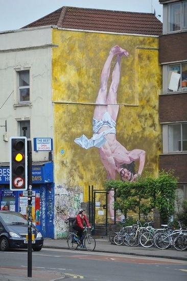 В Бристоле появилось граффити с танцующим брейк Иисусом. Изображение № 2.