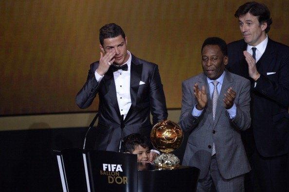 Криштиану Роналду во второй раз стал обладателем «Золотого мяча». Изображение № 1.