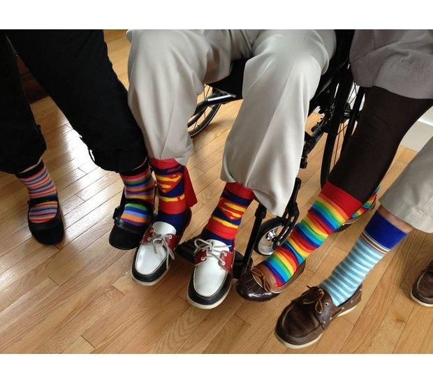 Американцы поздравили бывшего президента цветными носками. Изображение № 7.