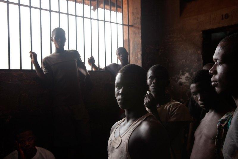 Как подростки Сьерра-Леоне годами живут в тюрьме в ожидании суда по их делу. Изображение № 21.