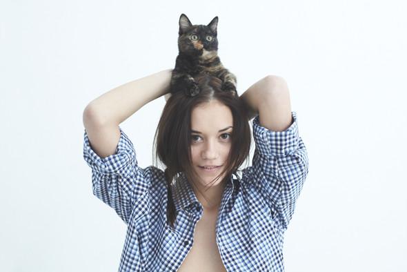 Хеллоу китти: 5 девушек и их котики. Изображение №3.