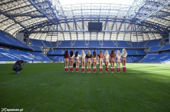 Девушки из Playboy протестировали футбольный стадион для Евро-2012. Изображение № 12.