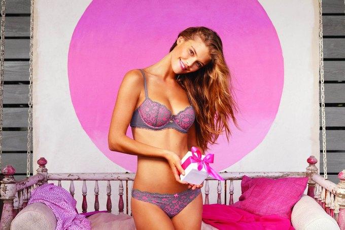 Модель Нина Агдал снялась в рекламе нижнего белья Aerie. Изображение № 6.