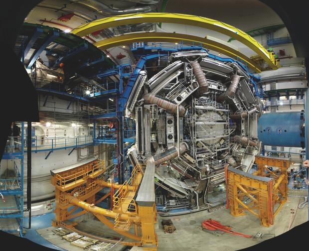 Вид сбоку на детектор ATLAS. Фронтальный его вид можно посмотреть на самом первом изображении в этом материале. Изображение № 18.