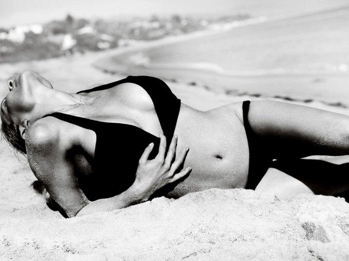 Памела Андерсон снялась у фотографа Марио Тестино. Изображение № 3.