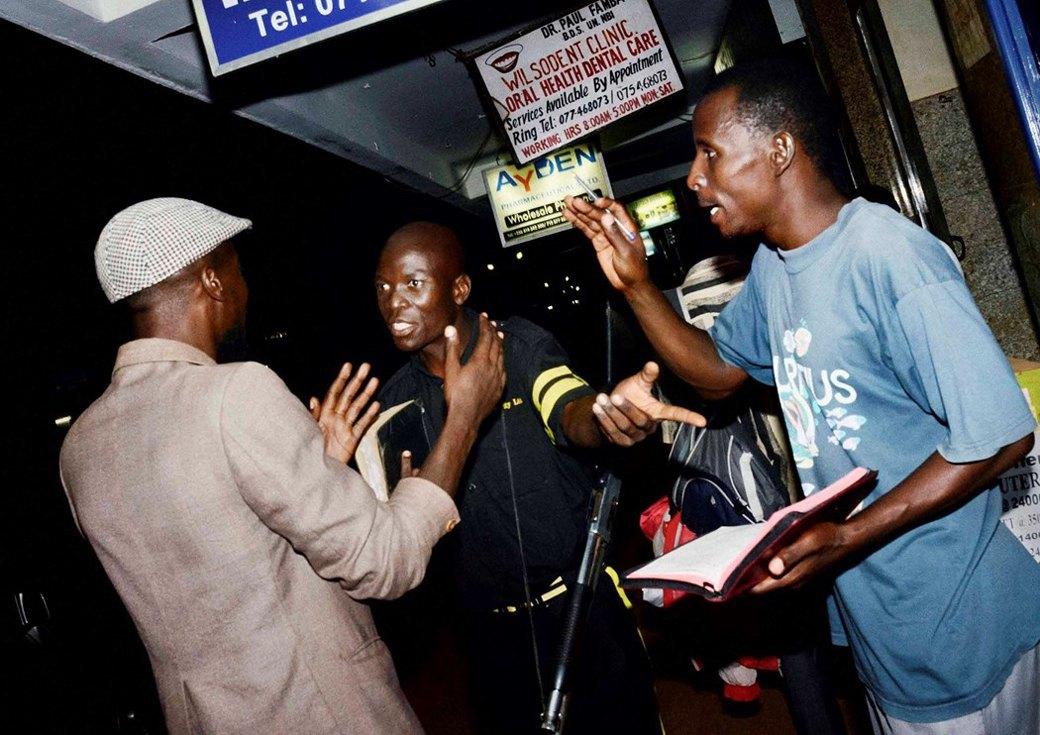 Сутенёры, лучники и золотая молодёжь: Фоторепортаж о ночной жизни в Уганде. Изображение № 11.