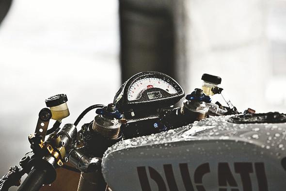 Создатели нашумевшего каферейсера Ducati 9 1/2 выставили свой мотоцикл на продажу. Изображение № 2.