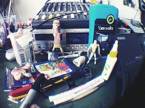 DZA перезапускает How2Make, издает биттейп и партию игрушек. Изображение № 8.