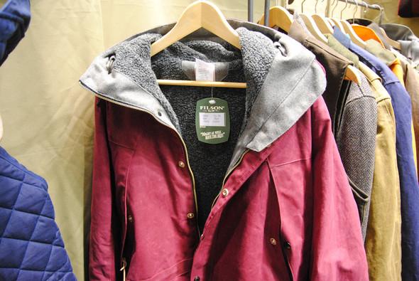 Похвалить Filson стоит за разнообразие цветов, в частности, за эту куртку оттенка бургунди. Изображение № 12.