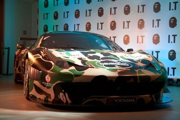 Ferrari совместно с маркой A Bathing Ape представили камуфляжную версию своего суперкара. Изображение № 9.